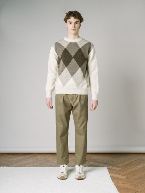 TARBERT ARGYLE CREW NECK KNIT IN SAND/PEAT WOOL